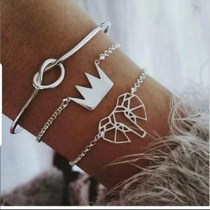Beautiful silver tie knot bracelet